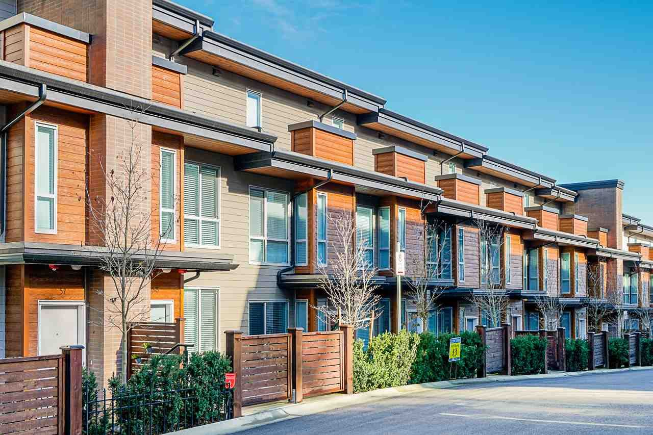 Main Photo: 58 15775 MOUNTAIN VIEW DRIVE in : Grandview Surrey Townhouse for sale : MLS®# R2446063