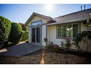 """Photo 2: 71 9012 WALNUT GROVE Drive in Langley: Walnut Grove Townhouse for sale in """"QUEEN ANNE GREEN"""" : MLS®# F1447003"""