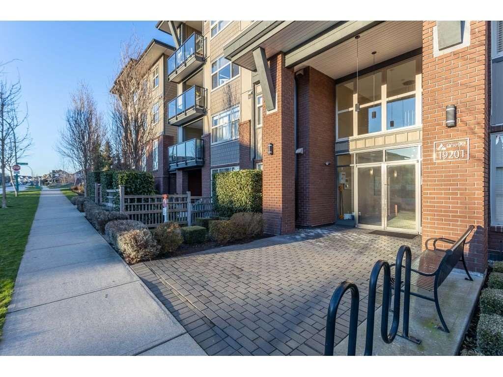 Photo 5: Photos: 405 19201 66A AVENUE in Surrey: Clayton Condo for sale (Cloverdale)  : MLS®# R2529240