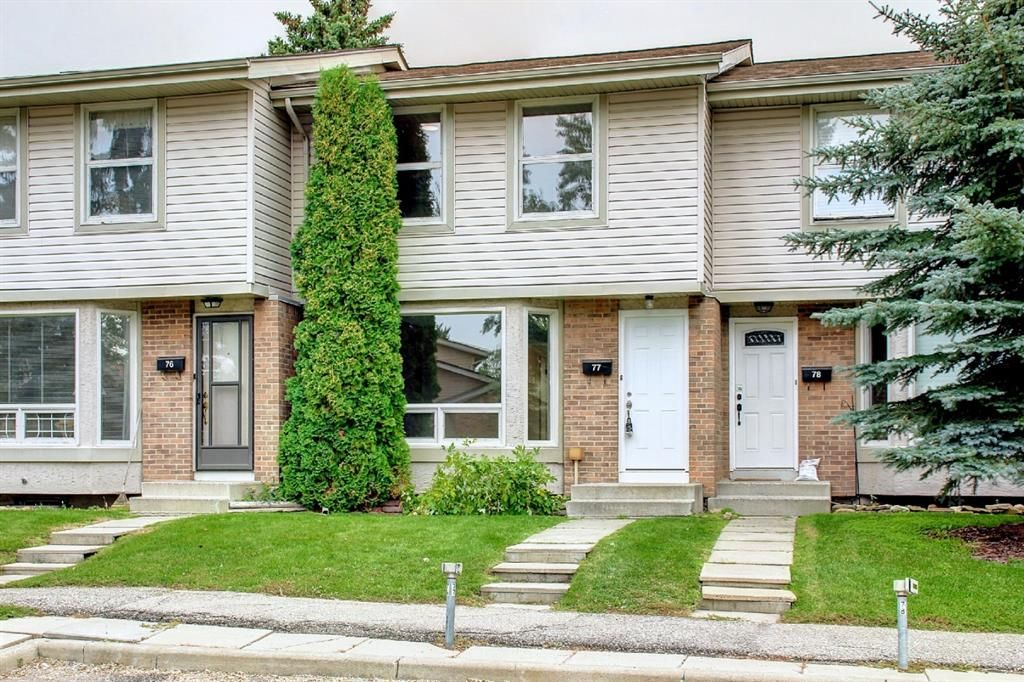 Main Photo: 77 123 Queensland Drive SE in Calgary: Queensland Row/Townhouse for sale : MLS®# A1145434