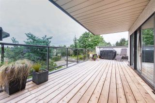 """Photo 3: 402 2222 PRINCE EDWARD Street in Vancouver: Mount Pleasant VE Condo for sale in """"SUNRISE ON THE PARK"""" (Vancouver East)  : MLS®# R2285545"""