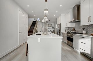 Photo 9: 705 23 Avenue NW in Calgary: Mount Pleasant Detached for sale : MLS®# A1056304