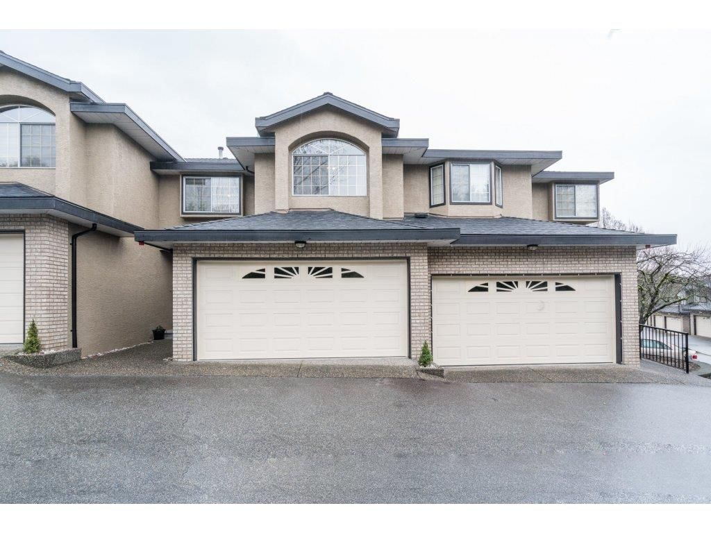 """Main Photo: 22 22488 116 Avenue in Maple Ridge: East Central Townhouse for sale in """"RICHMOND HILL ESTATES"""" : MLS®# R2234262"""