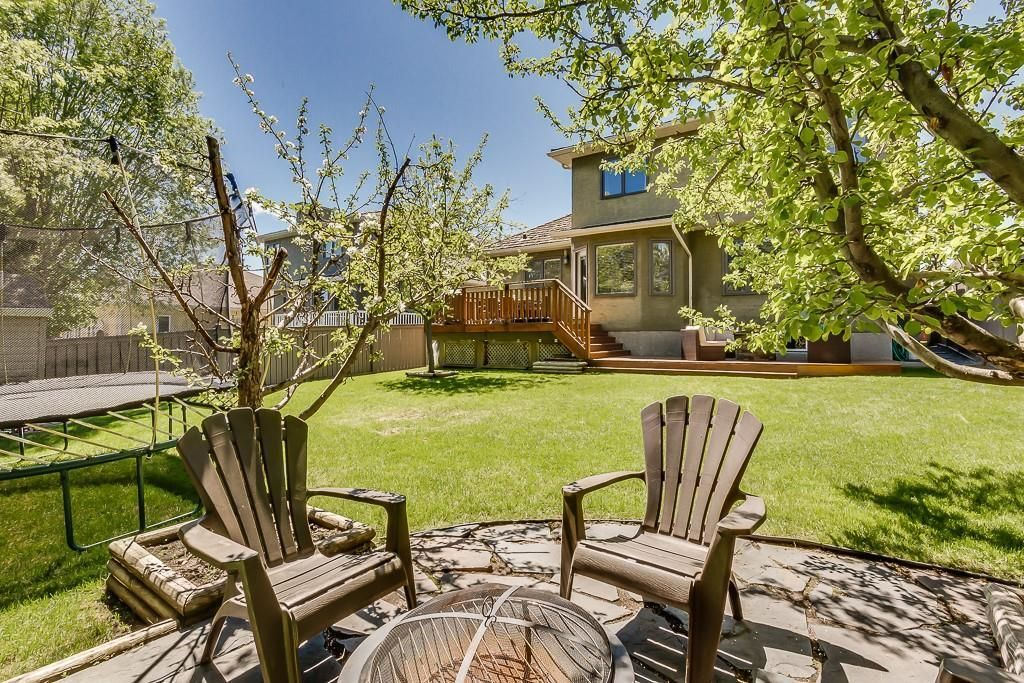 Photo 14: Photos: 115 SIERRA MORENA Circle SW in Calgary: Signal Hill Detached for sale : MLS®# C4299539