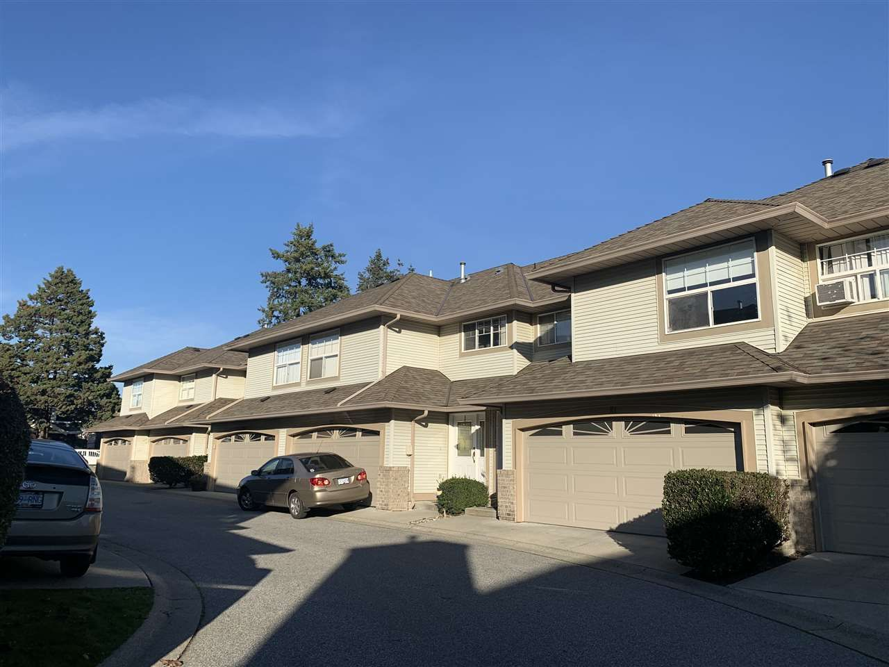 "Main Photo: 22 12165 75 Avenue in Surrey: West Newton Townhouse for sale in ""Strawberry Hill Estates"" : MLS®# R2514051"