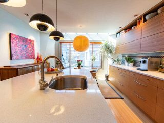 """Photo 11: 1674 ARBUTUS Street in Vancouver: Kitsilano Townhouse for sale in """"Arbutus Court"""" (Vancouver West)  : MLS®# R2561294"""