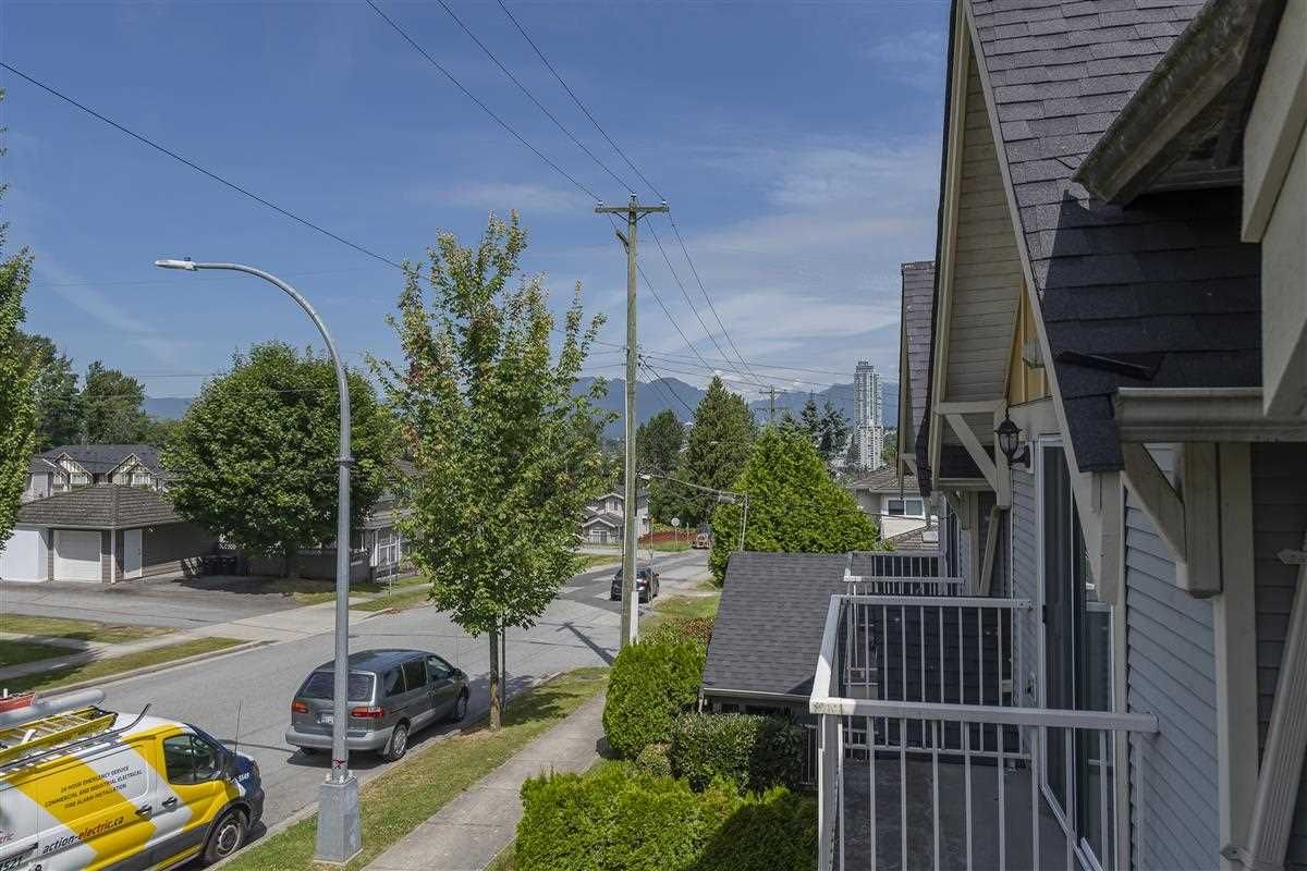 Photo 14: Photos: 3178 GILMORE Avenue in Burnaby: Central BN 1/2 Duplex for sale (Burnaby North)  : MLS®# R2474693