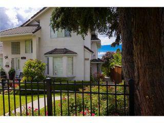 Photo 1: 1545 MAHON AV in North Vancouver: Central Lonsdale Condo for sale : MLS®# V1014249