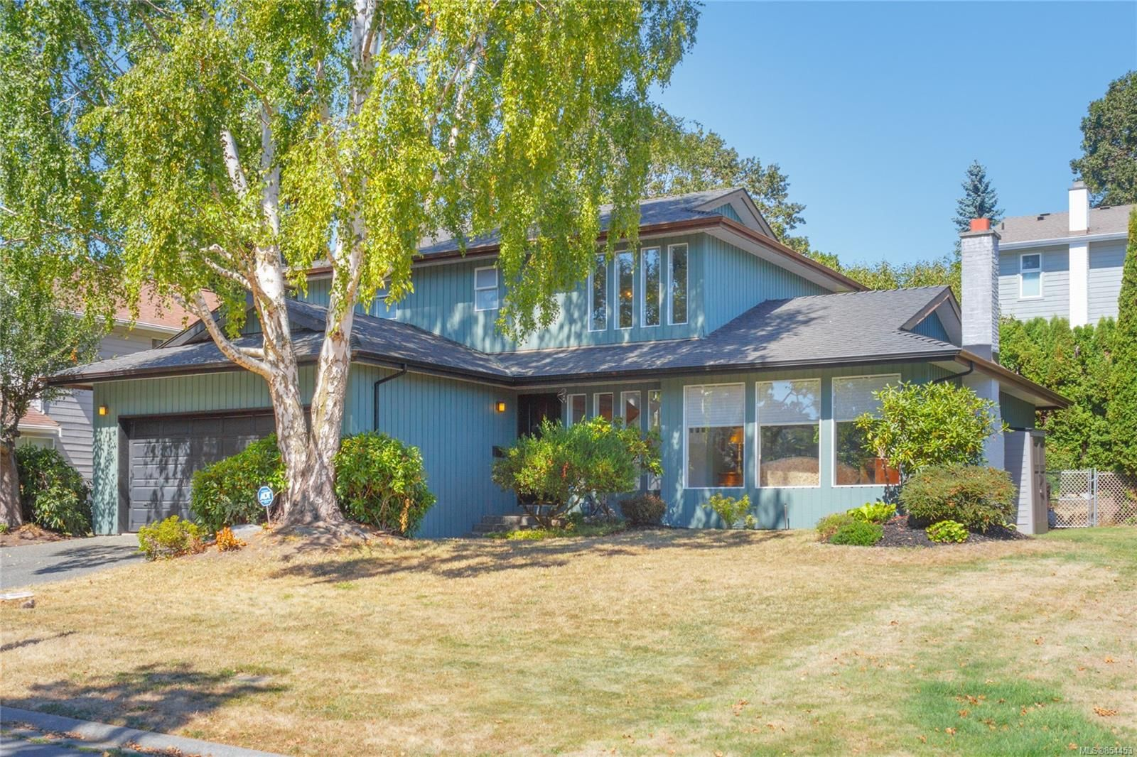 Main Photo: 1532 Palahi Pl in : SE Mt Doug House for sale (Saanich East)  : MLS®# 854453