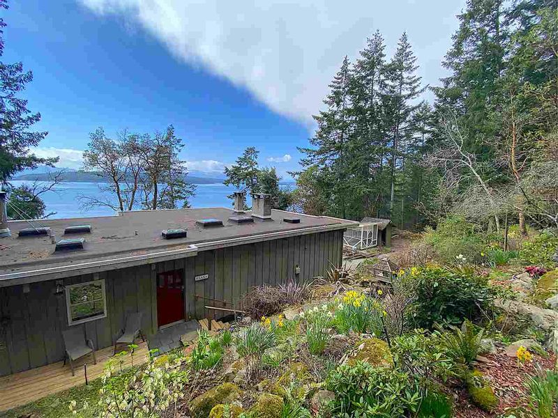 FEATURED LISTING: 355 TRINCOMALI Drive Galiano Island