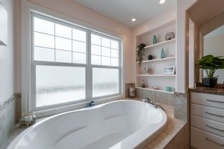 Photo 37: 908 THOMPSON Place in Edmonton: Zone 14 House for sale : MLS®# E4259671