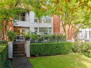 """Main Photo: 217 618 W 45TH Avenue in Vancouver: Oakridge VW Townhouse for sale in """"The Conservatory"""" (Vancouver West)  : MLS®# R2617669"""
