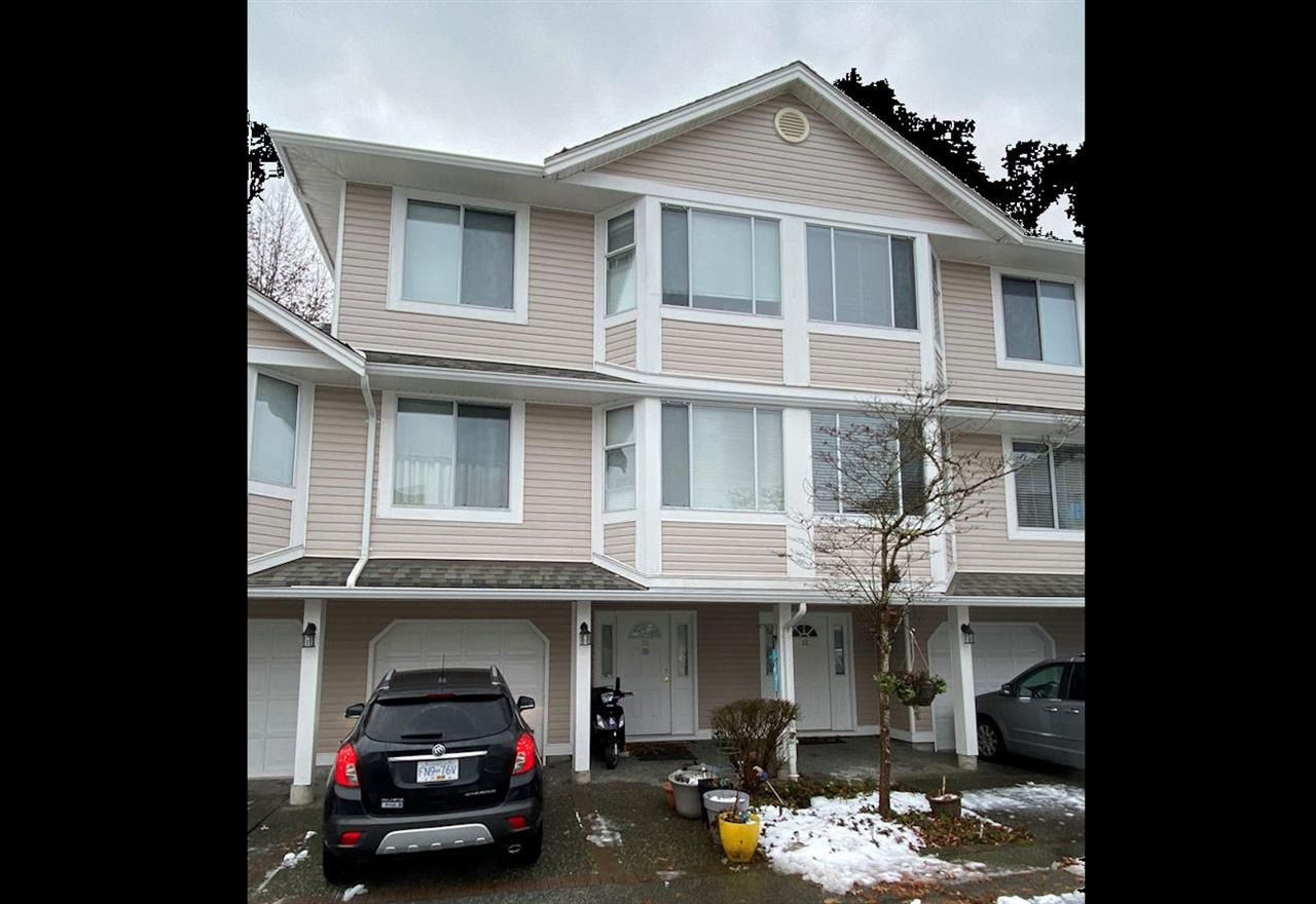 """Photo 1: Photos: 31 7955 122 Street in Surrey: West Newton Townhouse for sale in """"Scottdale Village"""" : MLS®# R2428353"""