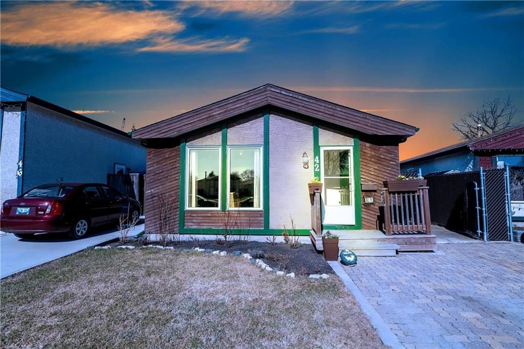 Main Photo: 42 Lechman Place in Winnipeg: River Park South Residential for sale (2F)  : MLS®# 202008597