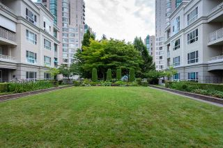 "Photo 22: 422 3098 GUILDFORD Way in Coquitlam: North Coquitlam Condo for sale in ""Marlborough House"" : MLS®# R2490203"