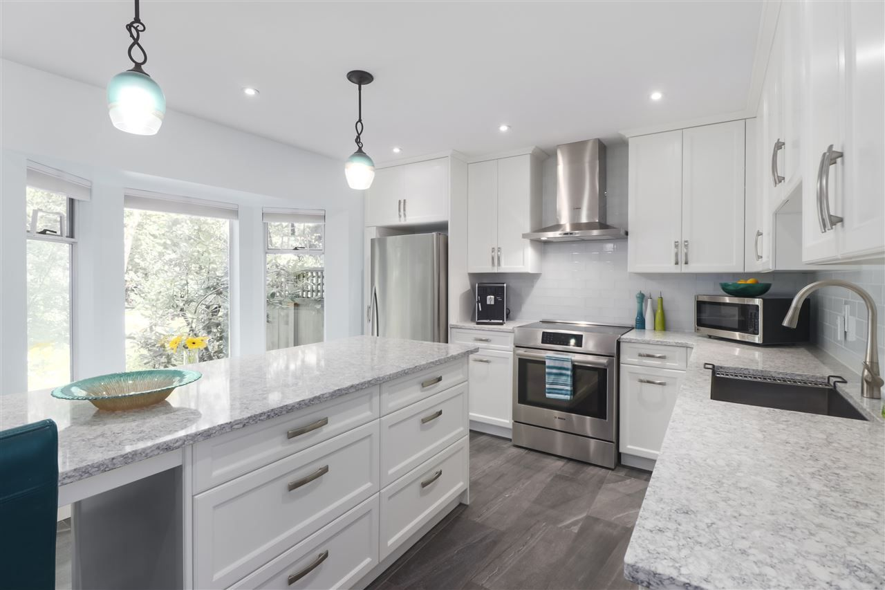 """Photo 2: Photos: 8881 LARKFIELD Drive in Burnaby: Forest Hills BN Townhouse for sale in """"PRIMROSE HILL"""" (Burnaby North)  : MLS®# R2494951"""