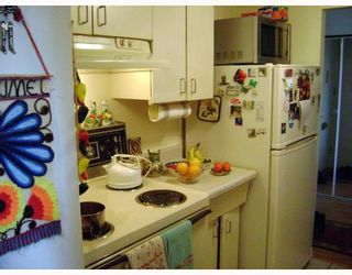 Photo 3:  in WINNIPEG: Fort Rouge / Crescentwood / Riverview Condominium for sale (South Winnipeg)  : MLS®# 2901118