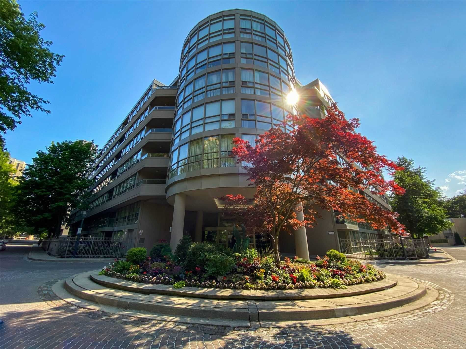 Main Photo: 612 19 Lower Village Gate in Toronto: Forest Hill South Condo for sale (Toronto C03)  : MLS®# C5121230