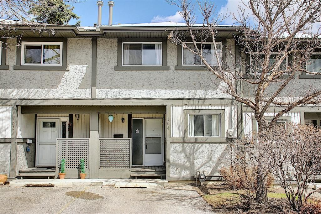 Main Photo: 104 7172 Coach Hill Road SW in Calgary: Coach Hill Row/Townhouse for sale : MLS®# A1097069
