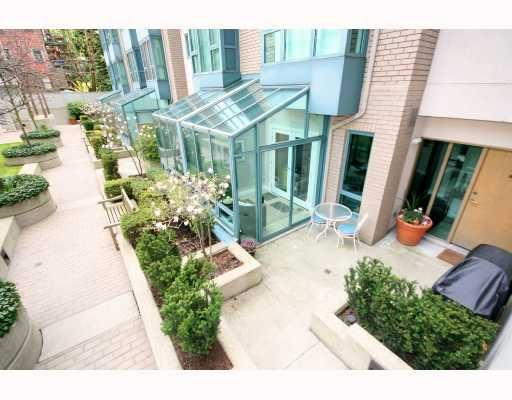 """Main Photo: 211 1238 MELVILLE Street in Vancouver: Coal Harbour Condo for sale in """"POINTE CLAIRE"""" (Vancouver West)  : MLS®# V703571"""