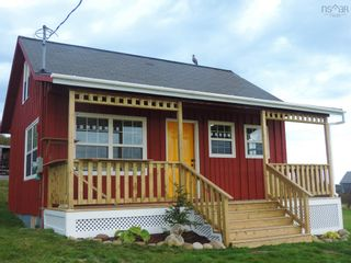 Photo 1: 111 Water Street in Freeport: 401-Digby County Residential for sale (Annapolis Valley)  : MLS®# 202125331