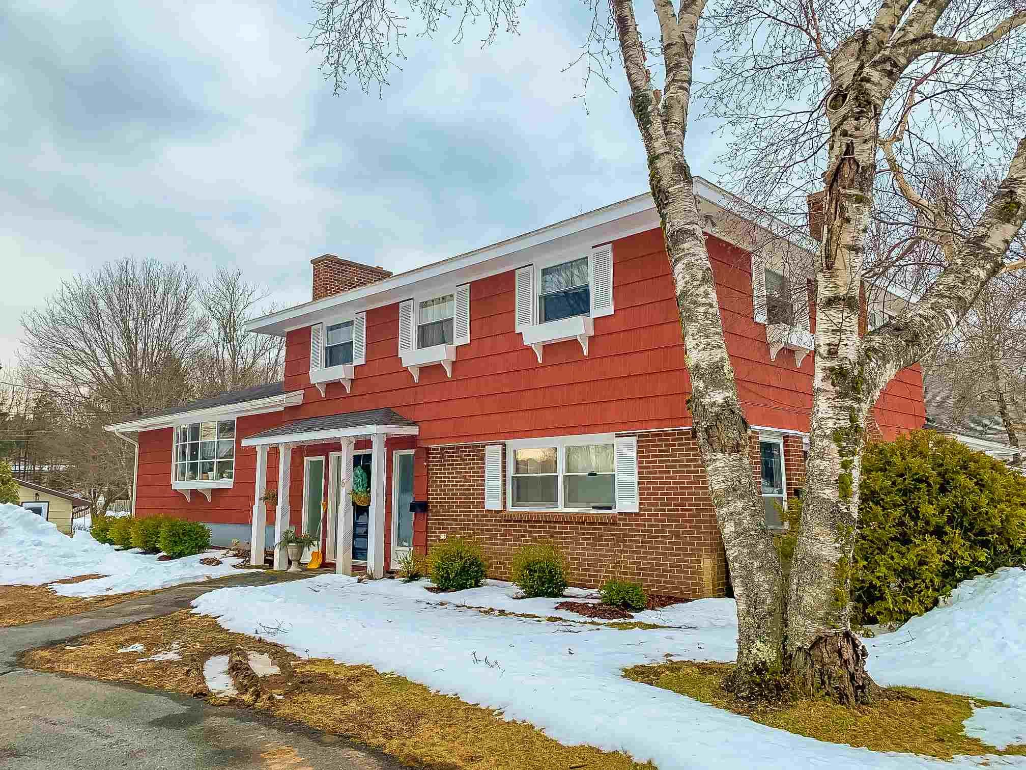 Main Photo: 6 Medway Street in Bridgewater: 405-Lunenburg County Residential for sale (South Shore)  : MLS®# 202103289