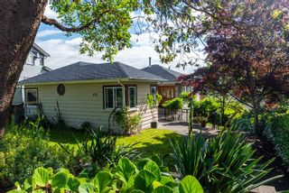 """Photo 1: 836 CHERRY Street in New Westminster: The Heights NW House for sale in """"Victory Heights"""" : MLS®# R2470973"""