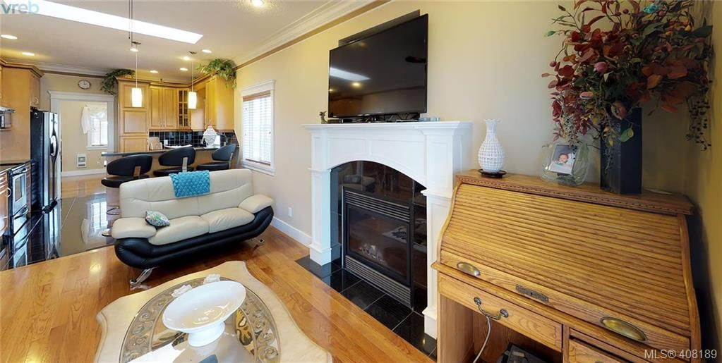 Photo 5: Photos: 248 Crease Ave in VICTORIA: SW Tillicum House for sale (Saanich West)  : MLS®# 811194