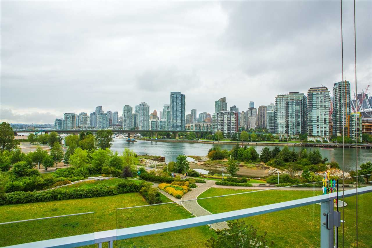 Main Photo: 606 1616 COLUMBIA STREET in Vancouver: False Creek Condo for sale (Vancouver West)  : MLS®# R2085306