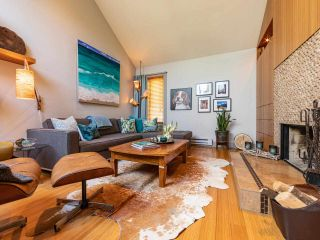 """Photo 5: 1674 ARBUTUS Street in Vancouver: Kitsilano Townhouse for sale in """"Arbutus Court"""" (Vancouver West)  : MLS®# R2561294"""
