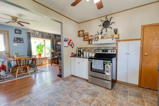 Photo 2: 70 Campbell Ave in High Bluff: House for sale : MLS®# 202116986
