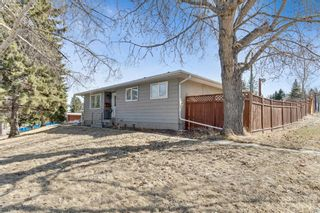 Photo 3: 739 64 Avenue NW in Calgary: Thorncliffe Detached for sale : MLS®# A1086538