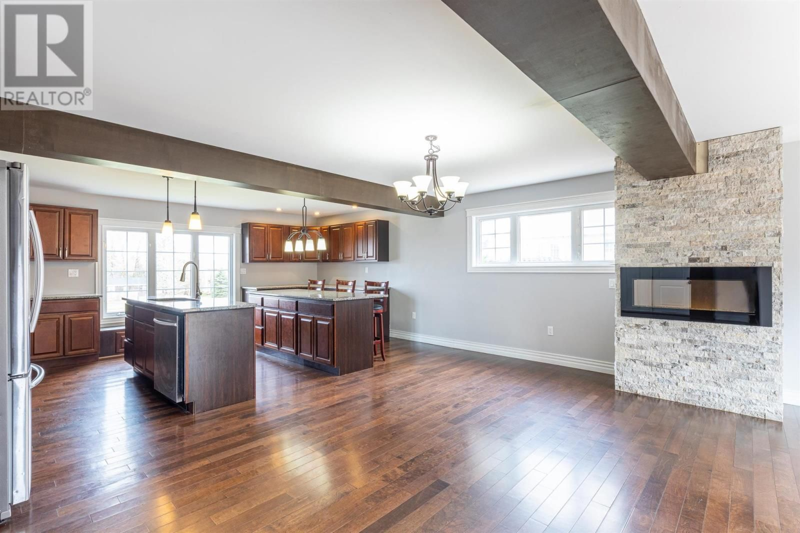 Photo 6: Photos: 5 Cherry Lane in Stratford: House for sale : MLS®# 202119303