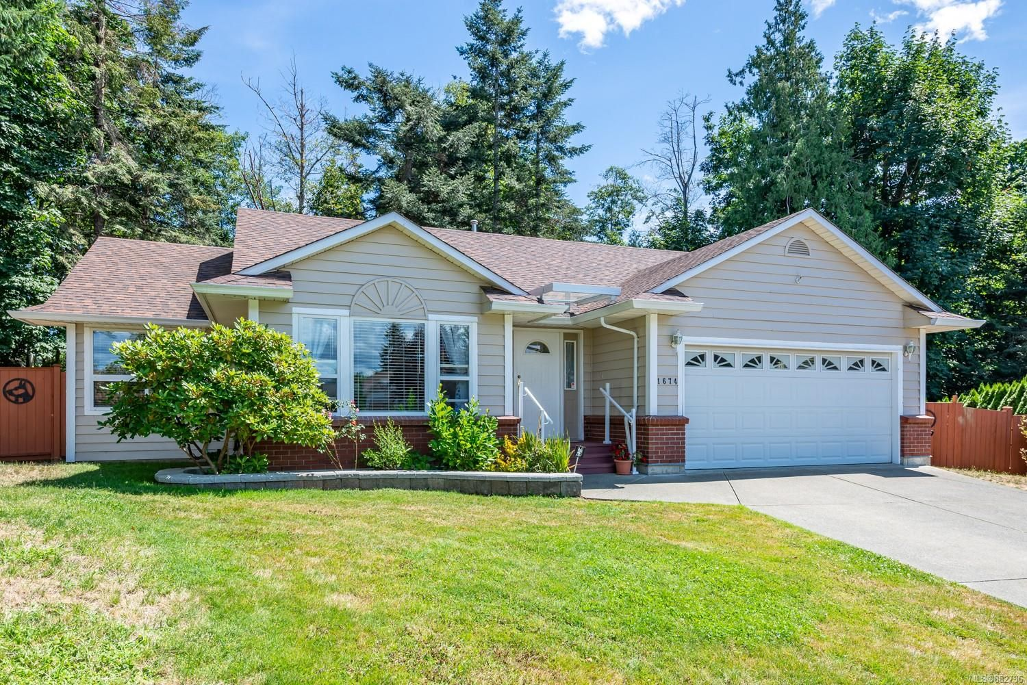 Main Photo: 1674 Sitka Ave in Courtenay: CV Courtenay East House for sale (Comox Valley)  : MLS®# 882796