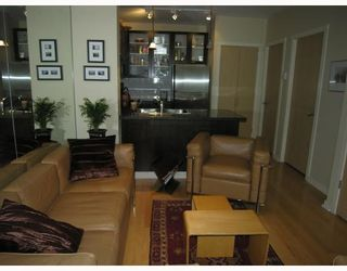 """Photo 2: TH17 969 RICHARDS Street in Vancouver: Downtown VW Townhouse for sale in """"MONDRIAN 2"""" (Vancouver West)  : MLS®# V706935"""