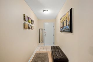 Photo 2: 304 4030 Quadra St in : SE High Quadra Condo for sale (Saanich East)  : MLS®# 873285