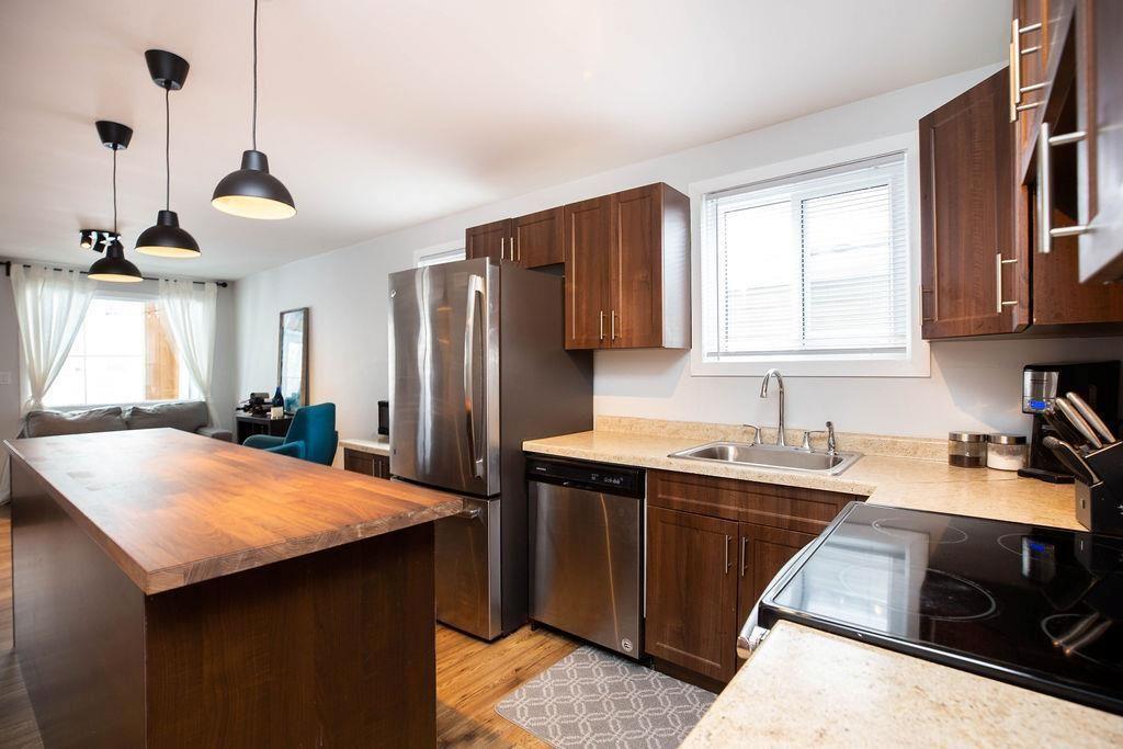 Photo 9: Photos: 284 Parkview Street in Winnipeg: St James Residential for sale (5E)  : MLS®# 202004878