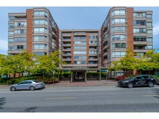 """Photo 2: 812 15111 RUSSELL Avenue: White Rock Condo for sale in """"PACIFIC TERRACE"""" (South Surrey White Rock)  : MLS®# R2620800"""