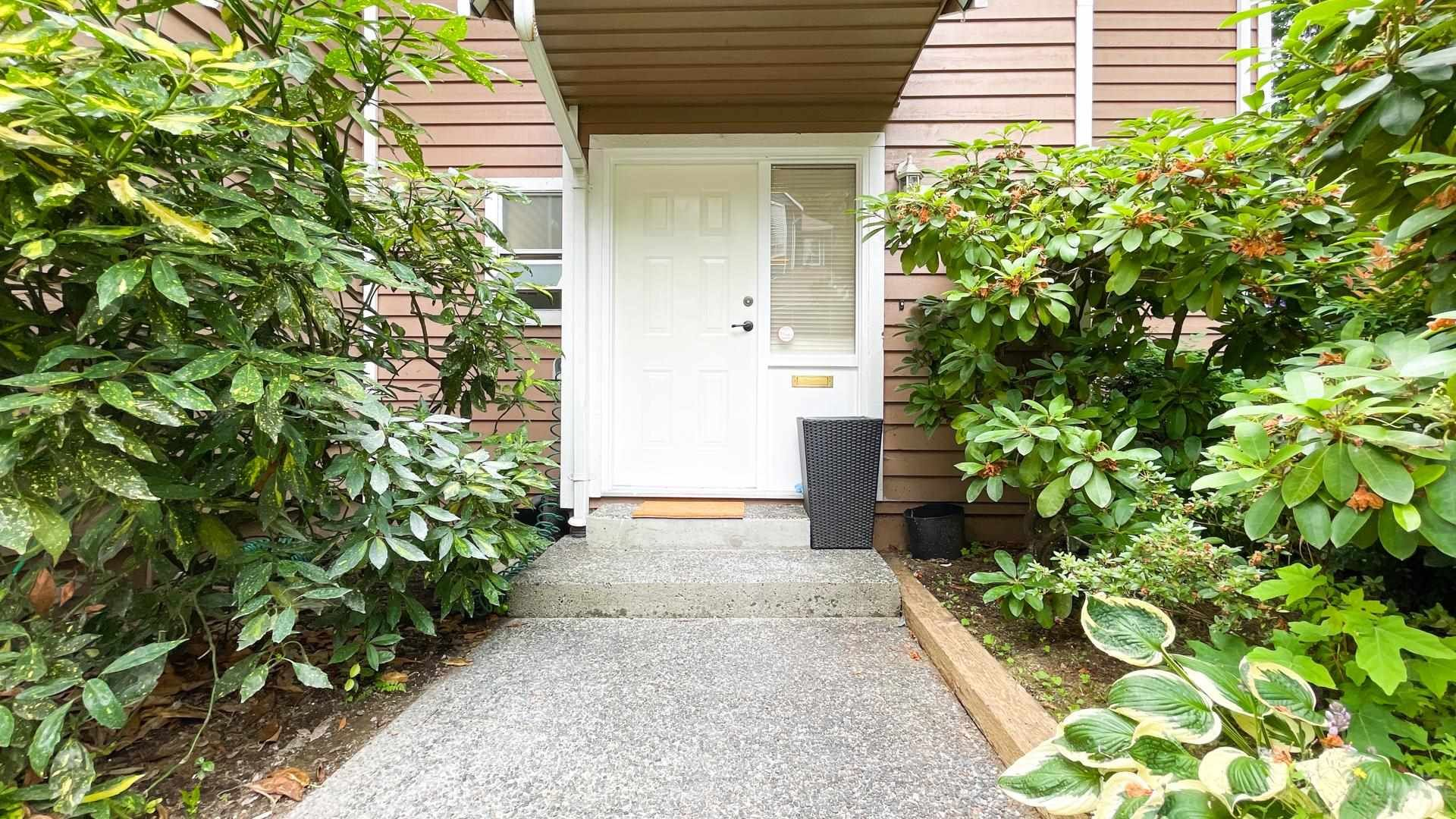 Photo 3: Photos: 66 9000 ASH GROVE CRESCENT in Burnaby: Forest Hills BN Townhouse for sale (Burnaby North)  : MLS®# R2603744