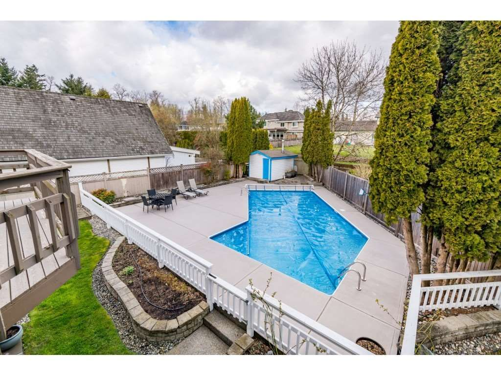 Photo 18: Photos: 16065 77 Avenue in Surrey: Fleetwood Tynehead House for sale : MLS®# R2449375