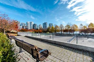 """Photo 18: 2202 1408 STRATHMORE Mews in Vancouver: Yaletown Condo for sale in """"WEST ONE"""" (Vancouver West)  : MLS®# R2432434"""