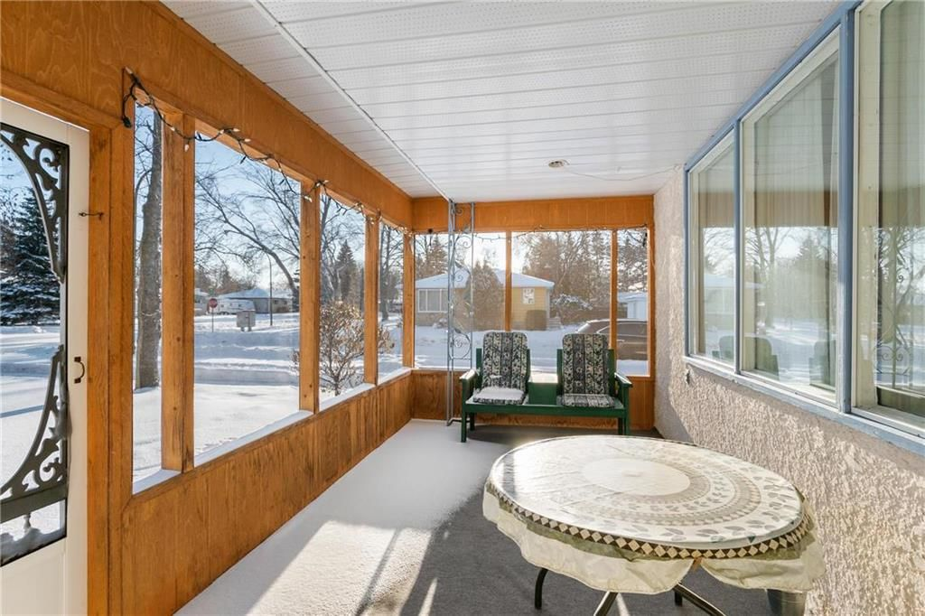 Photo 2: Photos: 219 TAIT Street in Selkirk: R14 Residential for sale : MLS®# 202000953