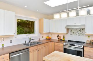 Photo 9: 7826 Wallace Dr in Central Saanich: CS Saanichton House for sale : MLS®# 878403