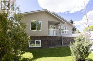 Photo 1: 332 15 Street N in Lethbridge: House for sale : MLS®# A1114555