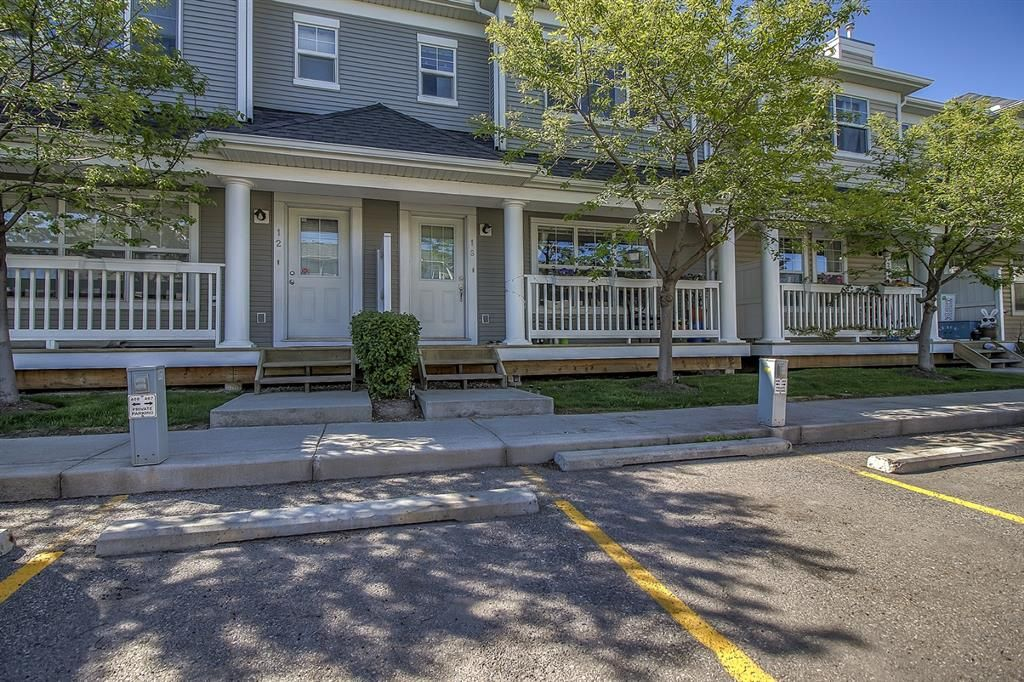 Main Photo: 16 Country Village Lane NE in Calgary: Country Hills Village Row/Townhouse for sale : MLS®# A1117477