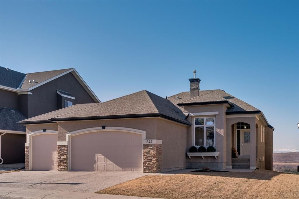 Main Photo: 244 Springbluff Heights SW in Calgary: Springbank Hill Detached for sale : MLS®# A1094759
