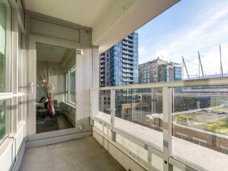 """Photo 8: 605 821 CAMBIE Street in Vancouver: Downtown VW Condo for sale in """"Raffles on Robson"""" (Vancouver West)  : MLS®# R2450056"""