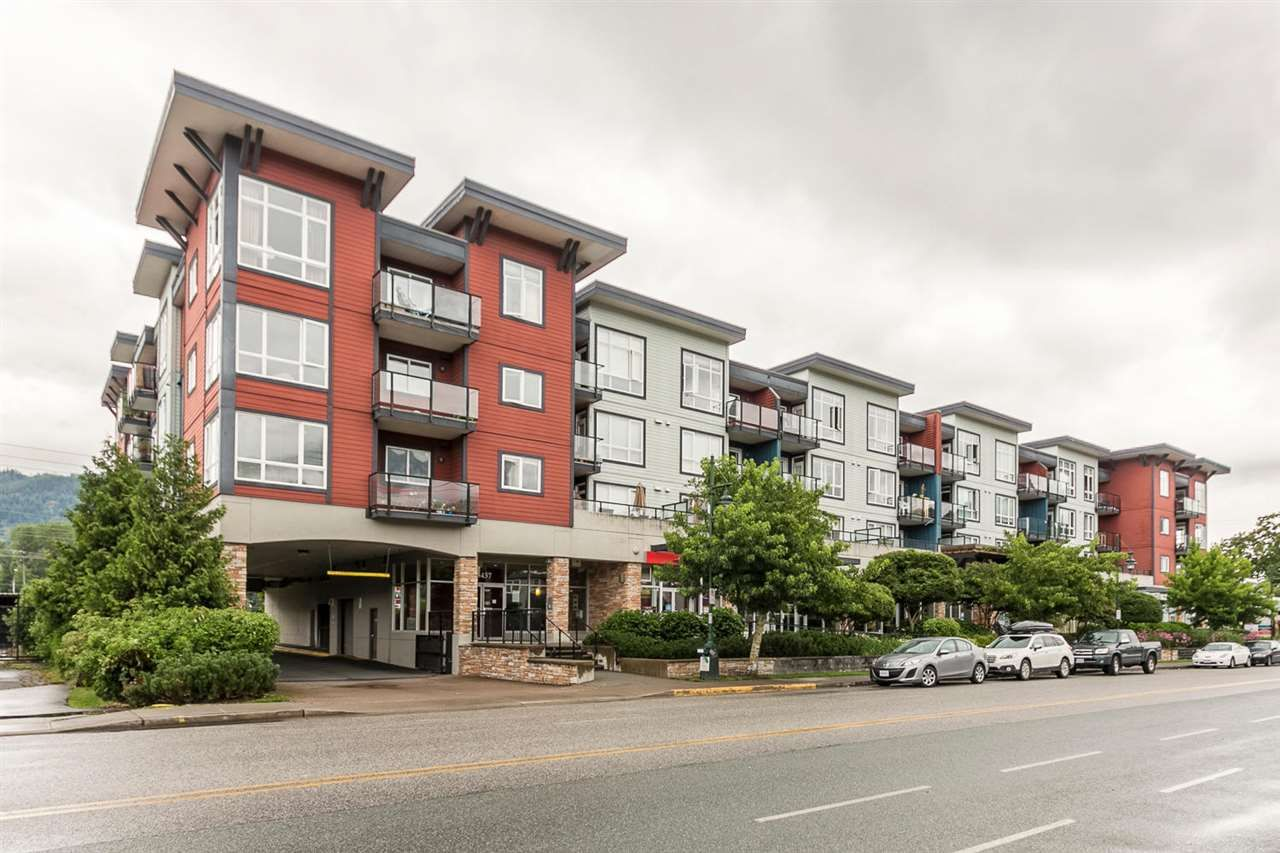 "Main Photo: 220 40437 TANTALUS Road in Squamish: Garibaldi Estates Condo for sale in ""Spectacle"" : MLS®# R2090059"