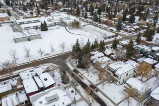 Photo 2: 540 48 Avenue SW in Calgary: Elboya Detached for sale : MLS®# A1059690