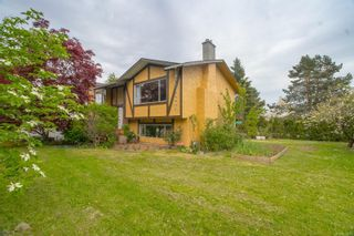 Photo 2: 7635 East Saanich Rd in : CS Saanichton House for sale (Central Saanich)  : MLS®# 874597